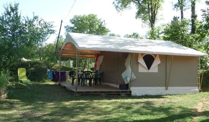 All equipped campsite with pool near sarlat la caneda
