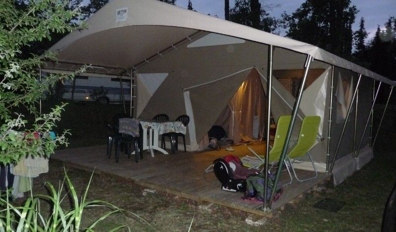 Large lodge 5 people on camping near montignac and caves of lascaux