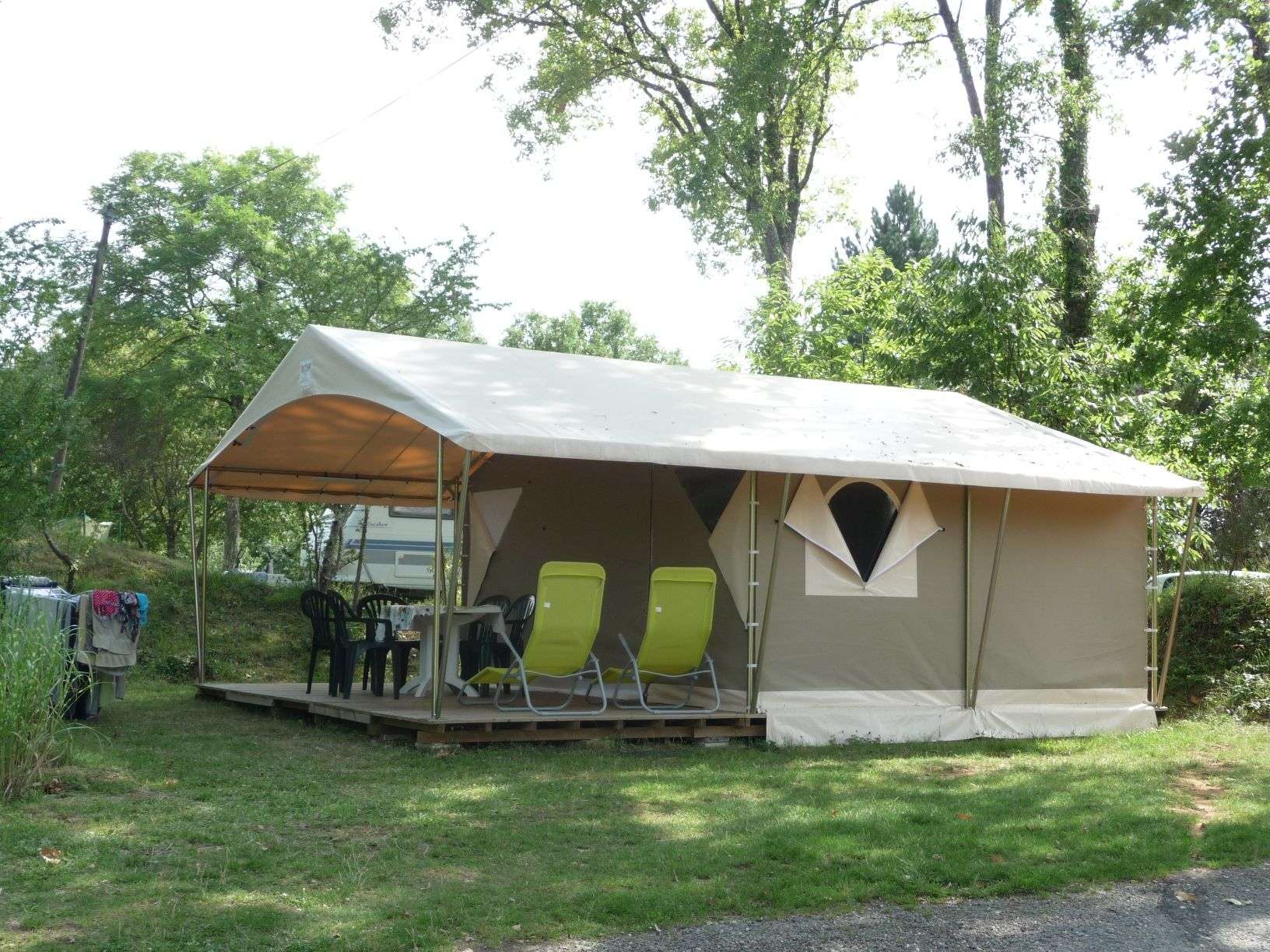 Rent a comfortable tent canada in our campsite in dordogne for Camping en dordogne avec piscine