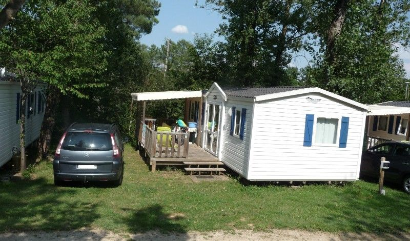 grande location familiale sur camping avec  grand emplacement ombrage
