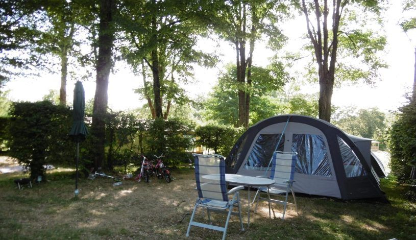grass and shade pitch in the campsite with heated swimming pool vallee vezere