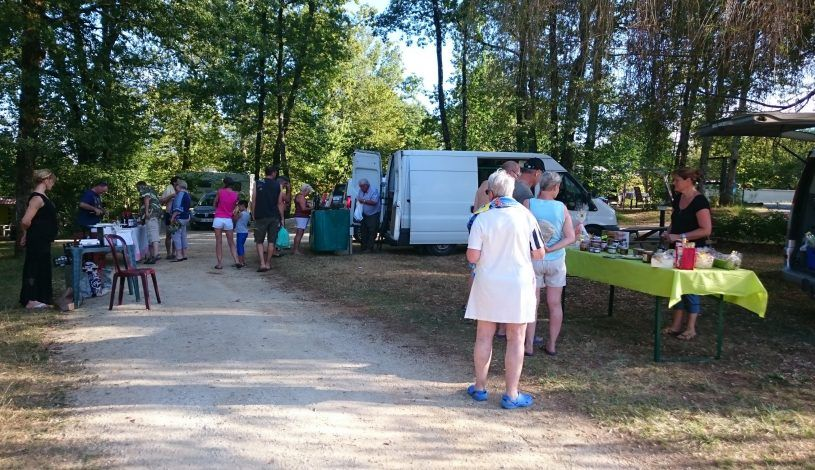 Small market in family camping approved vacaf near Montignac Lascaux