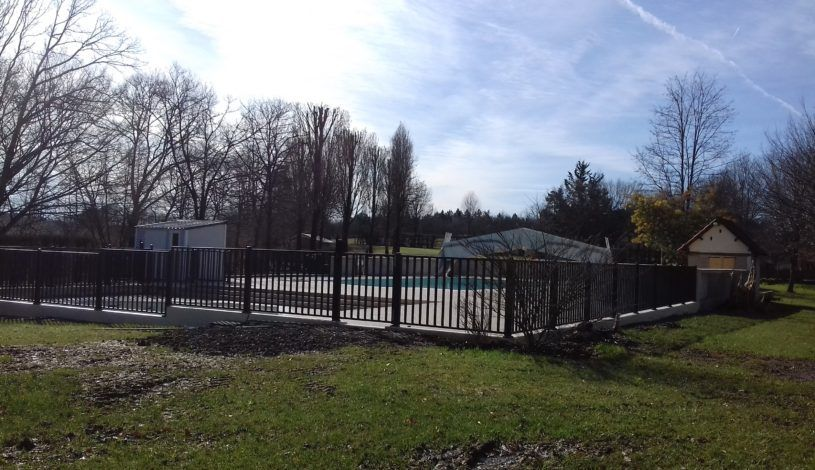 new swimming pool in family campsite in dordogne